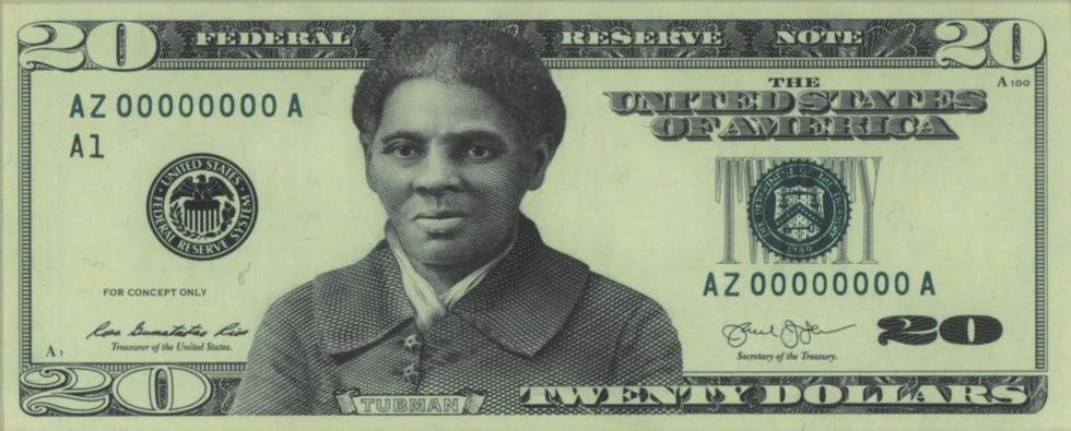 """Harriet Tubman, con el nombre de nacimiento de Araminta Ross, salvó y liberó la vida de 70 esclavos afrodescendientes utilizando una red conocida como el """"ferrocarril subterráneo"""", hizo en total 13 misiones de rescate. Además, luchó por conseguir el sufragio para las mujeres.  Mediante la encuesta realizada por """"Women on 20′s"""", una organización que pide que una mujeres aparezca en billetes de esta cantidad, se recolectaron más de medio millón firmas que pedían a Tubman en el billete. Las otras candidatas eran Rosa Parks, activista por los derechos civiles y la primera dama Eleanor Roosevelt.  Este diseño fue presentado en el 2016 por el Departamento del Tesoro, ahora han anunciado que será rediseñado para su próxima circulación."""