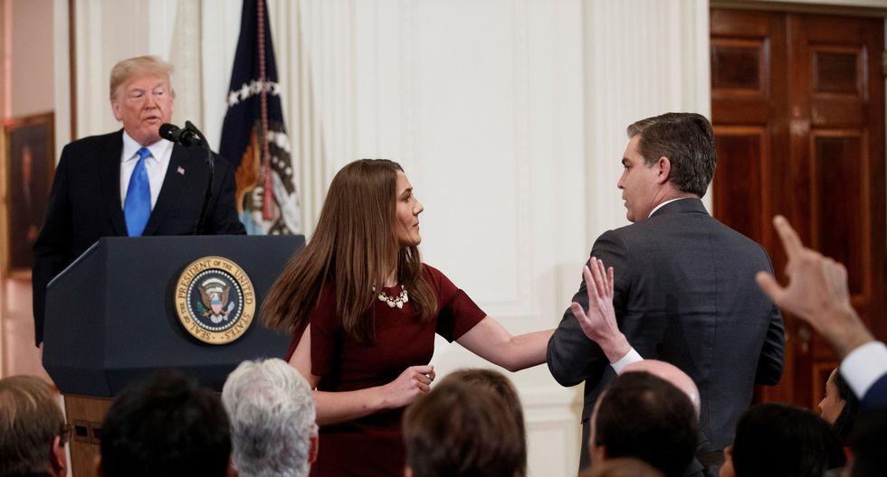 Juez ordena a Casa Blanca que devuelva acreditación a periodista Jim Acosta (EFE)