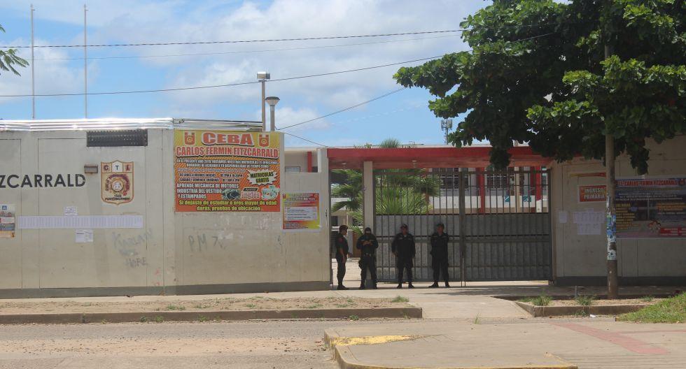 Local de votación con resguardo policial en Puerto Maldonado. (Foto: Manuel Calloquispe Flores)