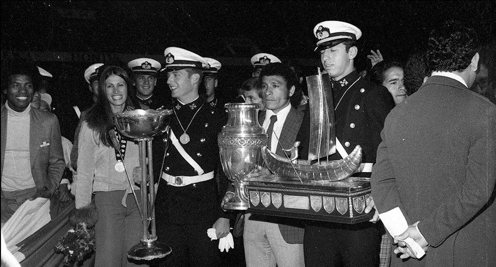 Gran expectativa de ver la Copa América en el  Estadio Nacional, el 30 de octubre de 1975.  Chumpitaz a la cabeza (Foto: Archivo Histórico El Comercio)