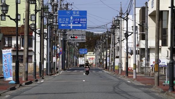 Una moto transita por una de las calles de la prefectura de Fukushima. (Bloomberg).