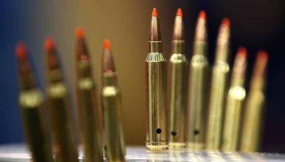 Walmart dejará de vender en Estados Unidos municiones para armas cortas y algunos rifles. (AFP).