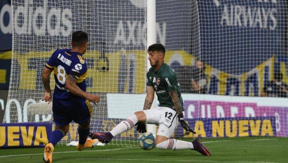 Edwin Cardona, centrocampista de Boca, anotando el segundo gol del partido. (Foto: @LigaAFA)