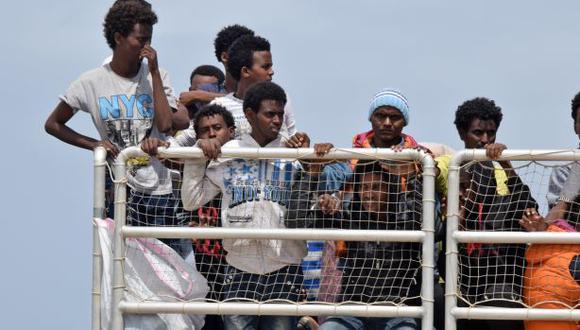 Europa lanza operación naval contra tráfico de inmigrantes