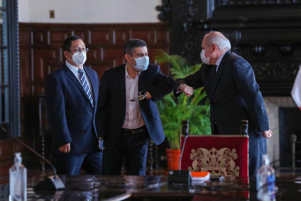 Luis Galarreta se reunió con Pedro Cateriano acompañado por miembros de Fuerza Popular. (Foto: PCM)