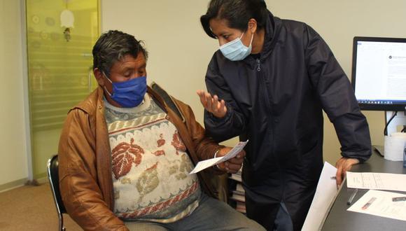 Personal de Electro Puno se acercó al domicilio del usuario tras la denuncia de facturación excesiva. (Foto: Electro Puno)