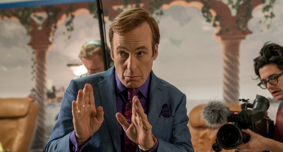 """Better Call Saul"". Jimmy McGill (Bob Odenkirk) tiene un plan para salvar la casa del Sr. Acker, pero sobre todo para humillar a Mesa Verde. Foto: AMC."