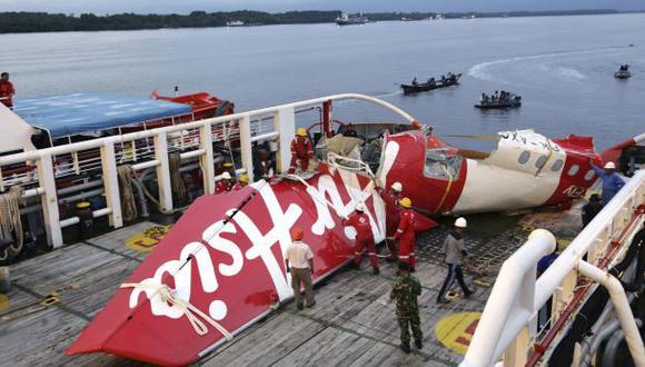 AirAsia: hallan cajas negras del avión que impactó en el mar