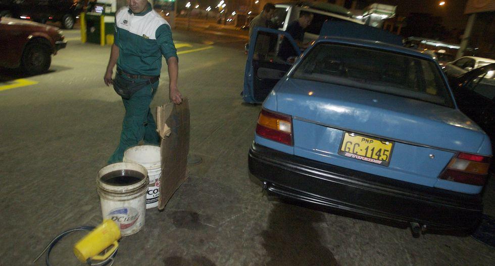 3. Cinco litros para emergencias: En casos de emergencia, el usuario tiene derecho a que le vendan hasta 5 litros de gasolina en envases que no sean de vidrio ni material frágil. (Foto: GEC)