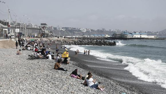 Las personas han visitado las playas las últimas semanas pese a que la pandemia del coronavirus no ha terminado (Foto: GEC)