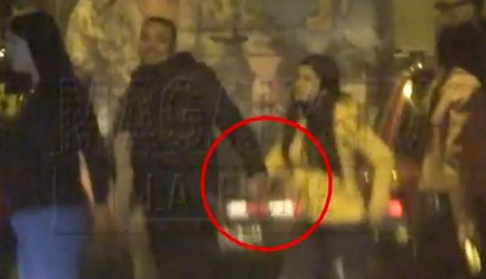 Josimar es grabado de la mano junto a quien sería su nueva pareja. (Imagen: ATV)