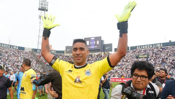 Alexander Araujo se despidió de Binacional tras ser campeón nacional. (Foto: Twitter)