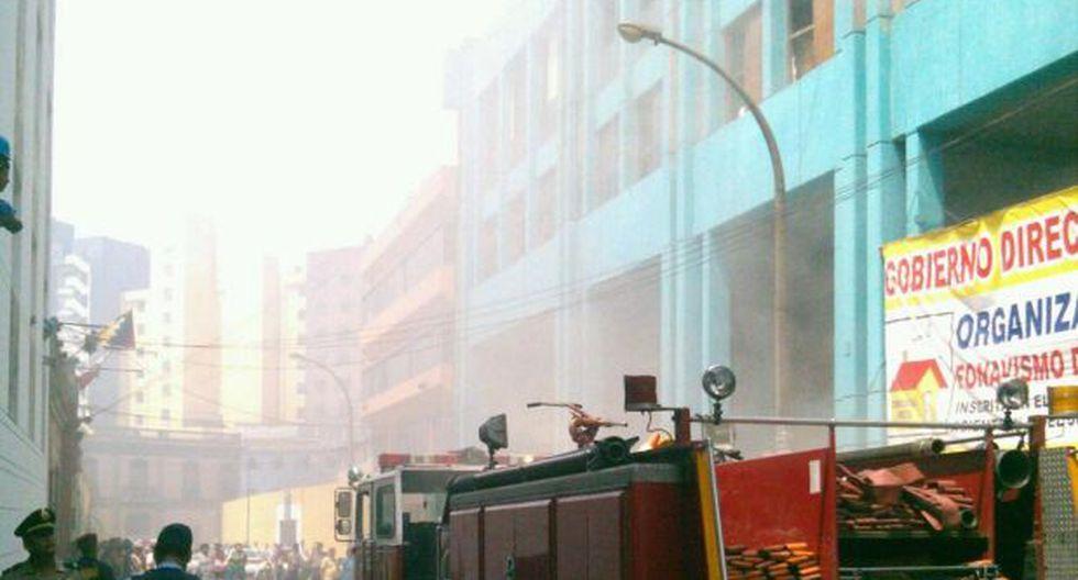 Hallan dos muertos tras incendio en Cercado de Lima