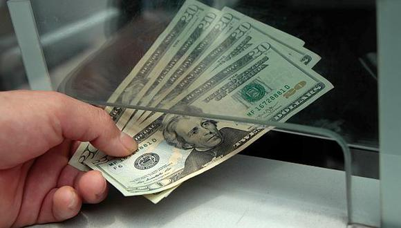 El precio del dólar en el mercado paralelo o casas de cambio es de 3.270 soles. (Foto: USI)