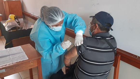 Los adultos mayores son actualmente vacunados contra el COVID-19.  (Imagen referencial/GEC)