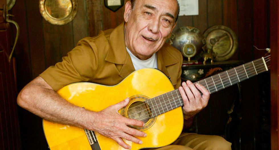 Su gusto por la música criolla se inició escuchando a su padre, quien en reuniones familiares y amicales tocaba y cantaba música peruana. Fue su abuela materna, Carmen Galván, quien le enseñó los primeros acordes de guitarra. (Foto: GEC)
