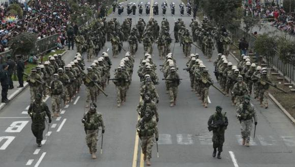 29 DE JULIOPARADA MILITAR.DESFILE CIVICO MILITAR.PARATICIPO EL PRESIDENTE OLLANTA HUMALA, LA PRIMERA DAMA, NADINE HEREDIA Y LOS MINISTRO DE ESTADO. MARCHARON MILITARES, LA POLICIA NACIONAL, LA FAP, LA MARINA DE GUERRA ENTRE OTROS.