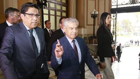 César Villanueva y Vicente Zeballos explicaron detalles sobre la propuesta del Ejecutivo con relación al retorno del sistema bicameral. (Foto: Miguel Bellido/ El Comercio)