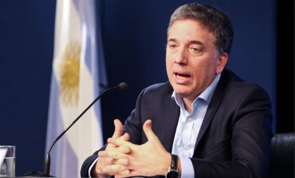 El ministro de Economía de Argentina, Nicolás Dujovne, anunció esta semana una reducción en el déficit fiscal, aunque la inflación en el país no cesa. (Foto: EPA)