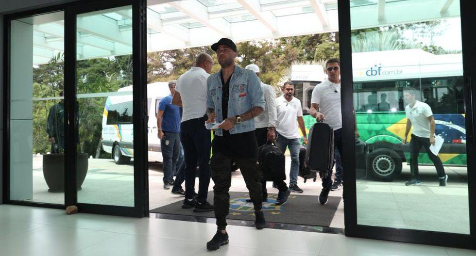 La llegada de Dani Alves a la concentración. (Foto: CBF)