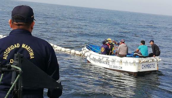 Áncash: siete pescadores salvan de morir tras naufragio de embarcación| VIDEO