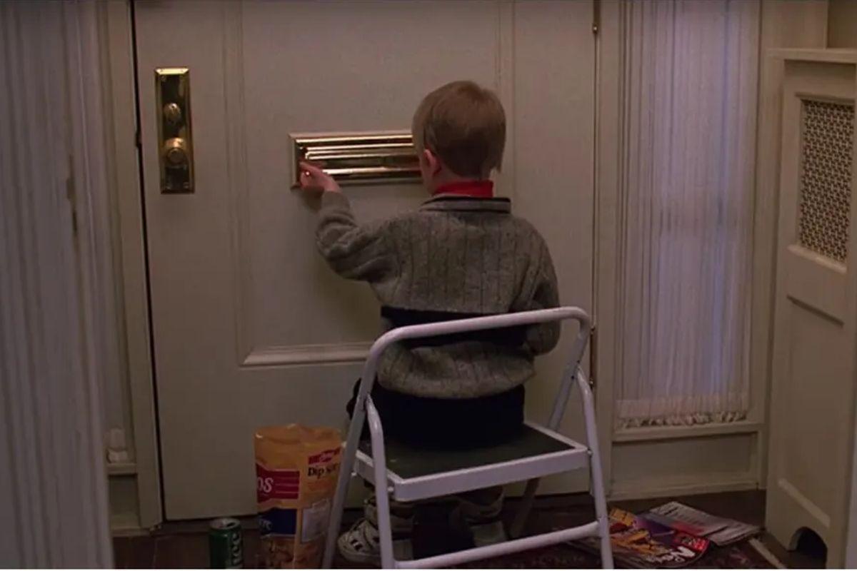 """Un joven Macaulay Culkin cuidando su casa en la película """"Uncle Buck"""" inspiró a su director John Hughes a escribir posteriormente el guion de """"Mi pobre angelito"""" (""""Home Alone"""") (Foto: Universal Pictures)"""