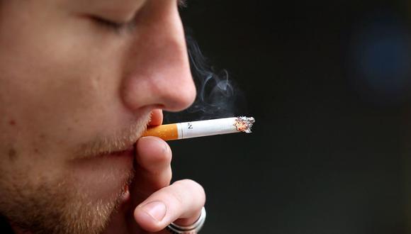 Con la medida, menos jóvenes tendrán acceso al consumo de cigarro y los derivados del tabaco. (Foto: AFP)