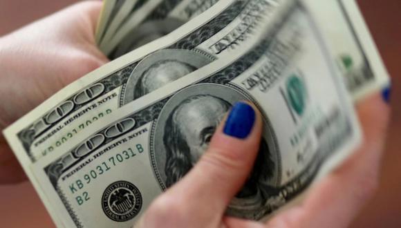 """El llamado """"dólar blue"""" bajaba a 133 pesos este jueves en Argentina. (Foto: Reuters)"""