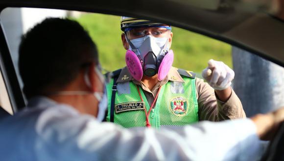 Policía de Tránsito son los encargados de realizar operaciones para revisar pase de tránsito vehicular durante los días 24, 25 y 31 de diciembre, así como el 1 de enero. (Foto: GEC)