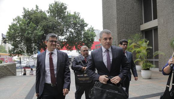 """Vela (derecha) dijo que a Pérez le han abierto una """"cantidad inmedible"""" de procesos para distraerlo. (Foto: El Comercio)"""