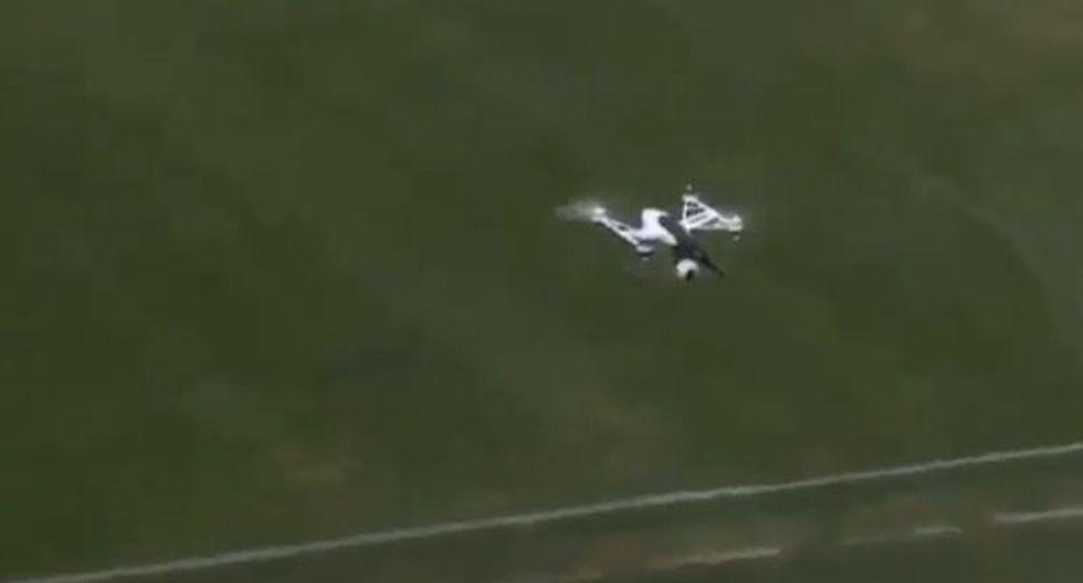 El dron captaba imágenes de las reacciones de los hinchas. (Foto: captura de YouTube)