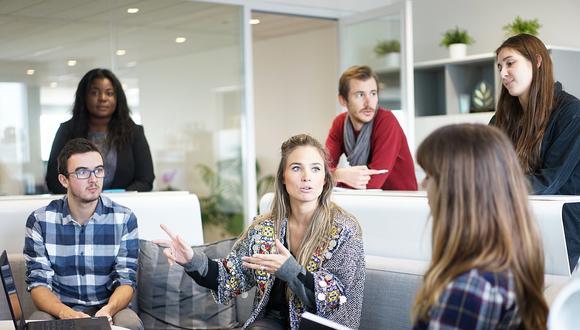 Debido a la práctica constante de asistencia por parte del mentor, los aprendices logran optimizar su desarrollo en liderazgo, permitiendo que adquieran mayor jerarquía en una empresa. (Foto: Pixabay)