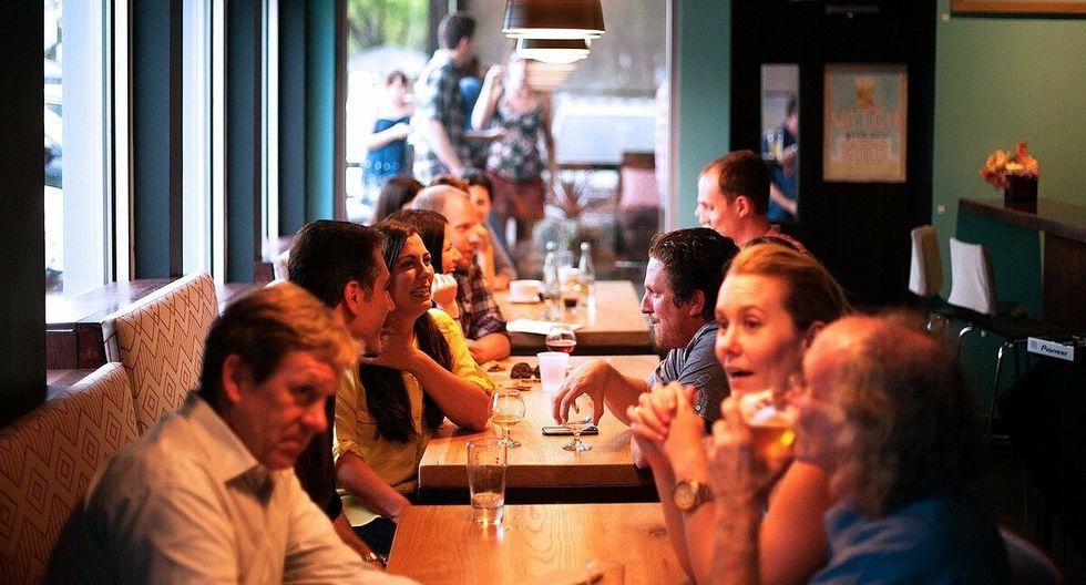 Un hombre se encontraba disfrutando unas papas fritas en un restaurante, cuando al lado de su mesa se desataba 'la pelea del siglo'. (Foto: Pixabay/ referencial)