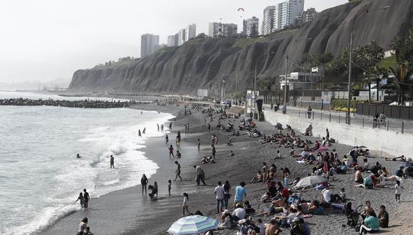 Para Lima y el Callao, el Gobierno estableció que el público puede ingresar a las playas de lunes a jueves, los demás días no, salvo para la práctica de deportes acuáticos. Mientras, en provincias, las autoridades locales son las que deben instaurar su propias normas teniendo en cuentas las disposiciones del Ministerio de Salud. (Foto: Leandro Britto/ GEC)