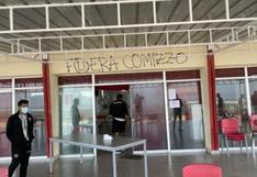 Universitario: barristas invadieron Campo Mar para presionar a jugadores y exigir la salida de Comizzo [VIDEO]