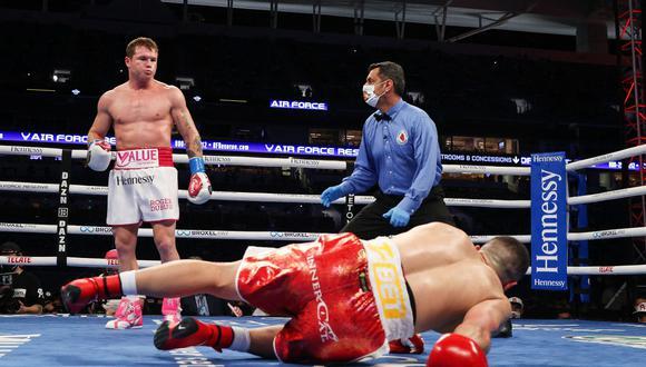 Canelo acabó la pelea ante Yildirim en solo 3 rounds | Foto: AFP
