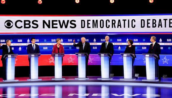 Los candidatos demócratas durante un debate el pasado 25 de febrero. (REUTERS/Jonathan Ernst).