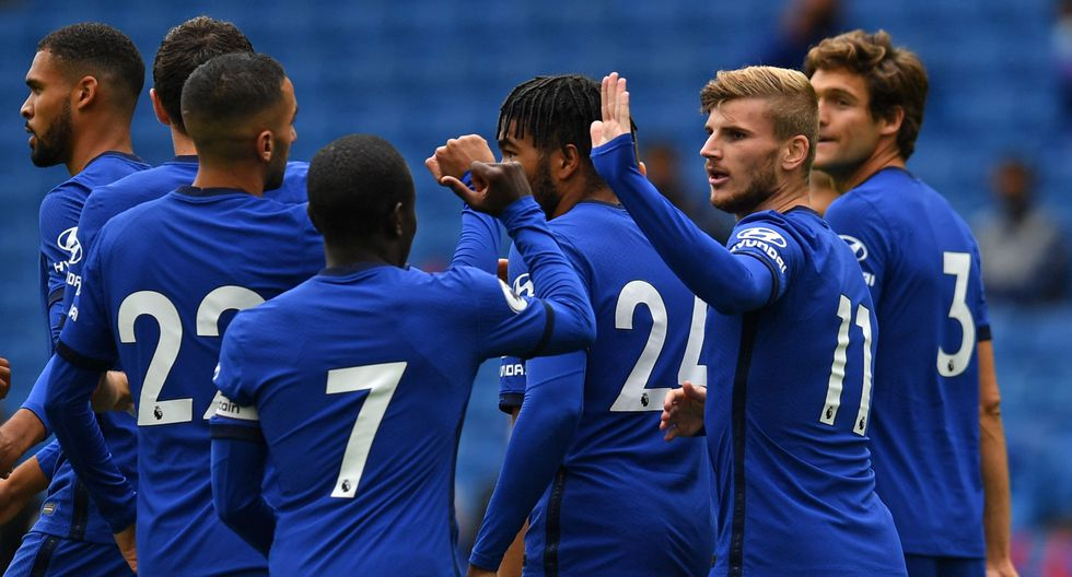 Chelsea's German striker Timo Werner (2nd R) celebrates with teammates after scoring the opening goal of the pre-season friendly football match between Brighton and Hove Albion and Chelsea at the American Express Community Stadium in Brighton, southern England on August 29, 2020. The game is a 'pilot' event where a small number of fans will be present on a socially-distanced basis. The aim is to get fans back into stadiums in the Premier League by October. / AFP / Glyn KIRK