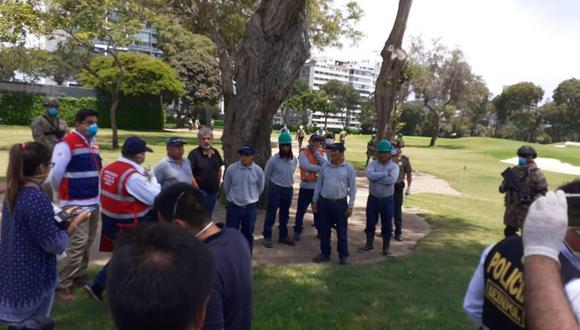 Agentes intervinieron el club El Golf por tener trabajadores en sus instalaciones. (Foto: Difusión)