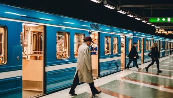 El hecho se desencadenó luego que los agentes cerraran algunos accesos a la estación para así evitar el congestionamiento de personas. (Foto referencial - Pexels)