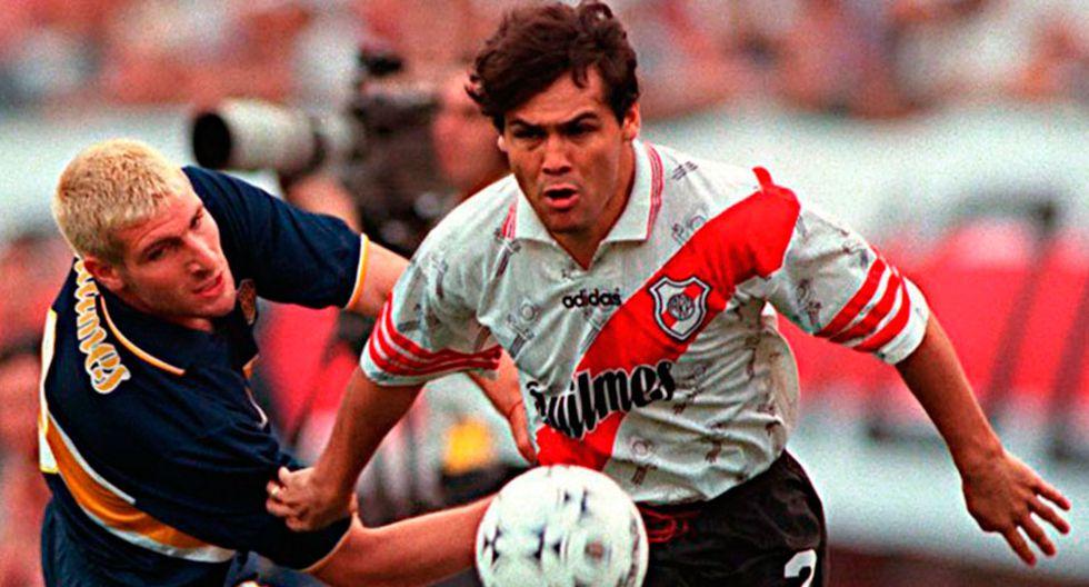Martín Palermo y Celso Ayala se enfrentaron en el Superclásico de Argentina el 25 de octubre de 1997. Boca Juniors venció 2-1 a River Plate. (Foto: AFP)