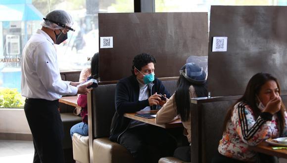 En el cuarto mes del 2020, el sector restaurantes registró una caída de 93%, su retroceso más fuerte durante la pandemia, ante la restricción de operaciones. (Foto: Fernando Sangama/ GEC)
