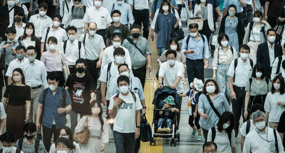 Cada país decidirá en qué momento abrirá su sociedad, según sus necesidades. Se estima que la situación continuará hasta el 2024 o más allá. (Foto de Yasuyoshi CHIBA / AFP).