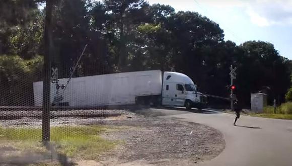 Afortunadamente no hubo heridos gracias a la oportuna reacción del camionero. (Youtube)