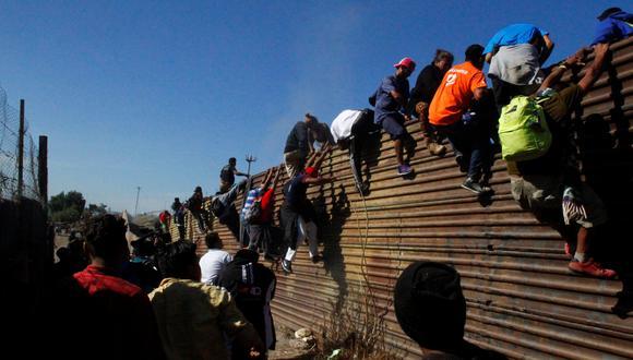 """La decisión pone fin, al menos temporalmente, a los """"Protocolos de Protección al Migrante"""", diseñados para solicitantes de asilo no mexicanos que entren por esa frontera con Estados Unidos. (Referencial: Reuters)"""