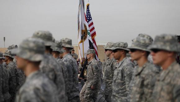 Imagen de archivo de solados norteamericanos en una ceremonia en Irak en 2011, al cumplirse nueve años después de la invasión para derrocar a Saddam Hussein. (AFP / PABLO MARTINEZ MONSIVAIS)