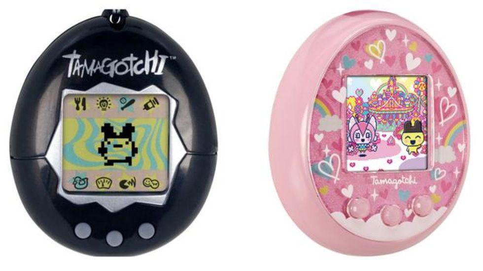 El Tamagotchi original, a la izquierda y el Tamagotchi On que Bandai planea lanzar este año. (Foto: Bandai)