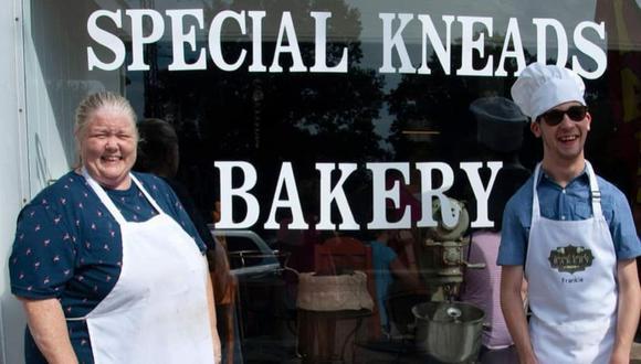 Una madre de familia abrió su propia panadería para darle trabajo a su menor hijo que tiene parálisis cerebral | Facebook / Special Kneads Bakery