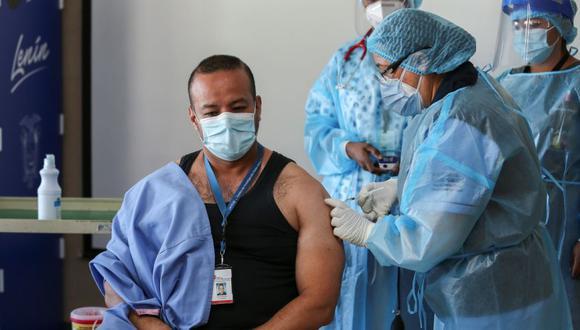 Inicia la vacunación contra el COVID-19 en Ecuador. (Foto: EFE/ Jose Jacome)