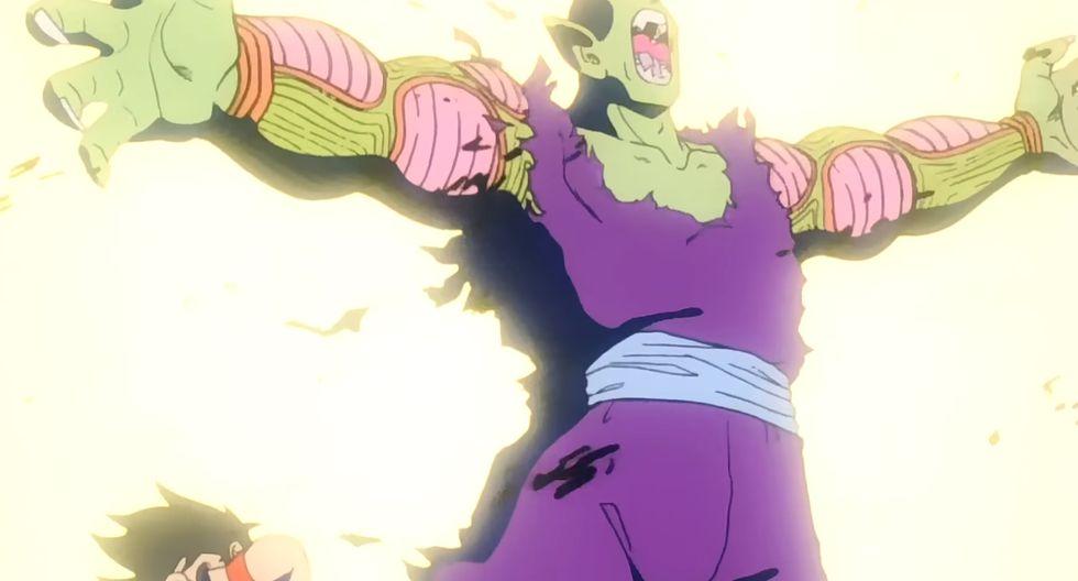 Momentos después de la muerte de Chiaotzu, Ten Shin Han y Yamcha, Piccolo salva a Gohan de la muerte al interponerse frente el ataque de Nappa. (Fuente: Toei Animation)